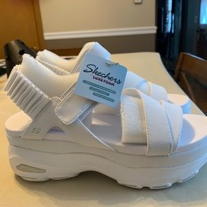 Skechers ultra cloud platform sandals